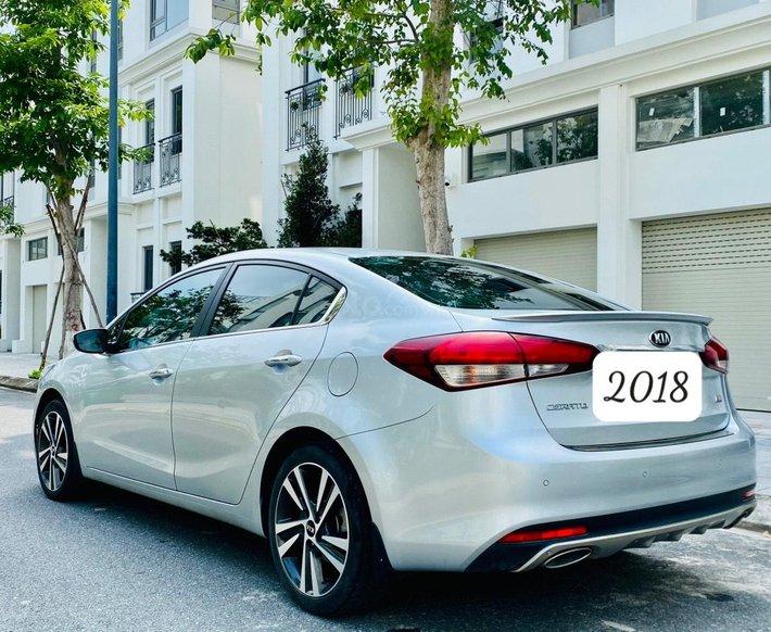 Xe hot Kia Cerato 2.0 AT 2018, 550tr3