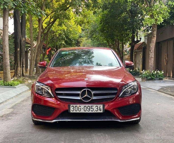 Cần bán xe Mercedes C300 AMG sản xuất năm 2016, hỗ trợ bank 70%0
