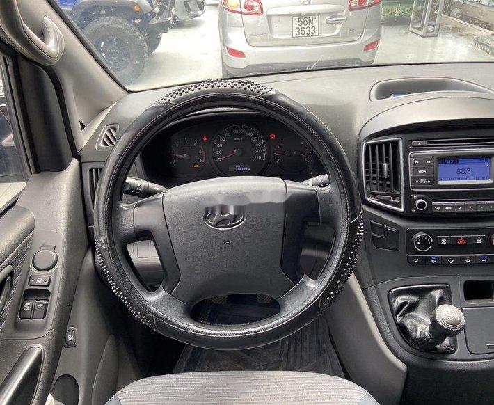 Bán Hyundai Grand Starex năm sản xuất 2016, màu đen, giá chỉ 615 triệu3