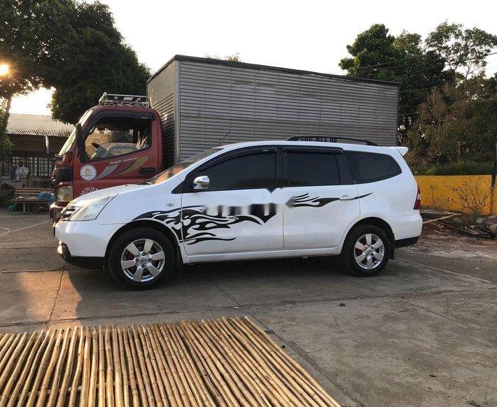 Cần bán Nissan Livina năm 2011, màu trắng, nhập khẩu xe gia đình 2