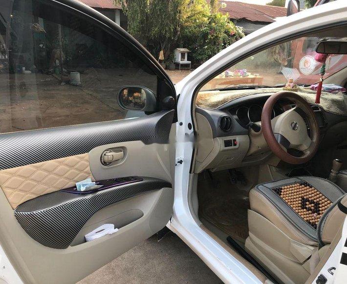 Cần bán Nissan Livina năm 2011, màu trắng, nhập khẩu xe gia đình 4