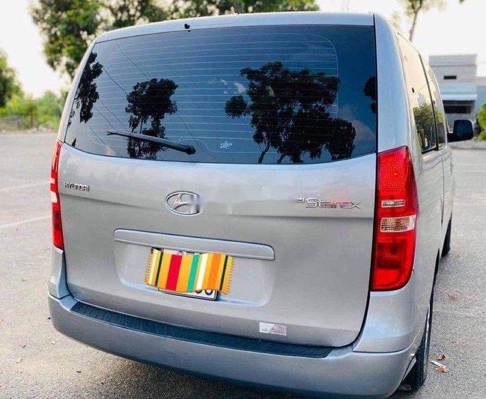 Bán xe Hyundai Grand Starex sản xuất năm 2015, màu bạc, nhập khẩu1