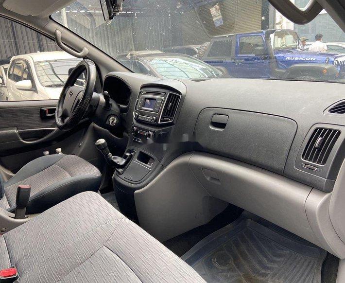 Bán Hyundai Grand Starex năm sản xuất 2016, màu đen, giá chỉ 615 triệu1
