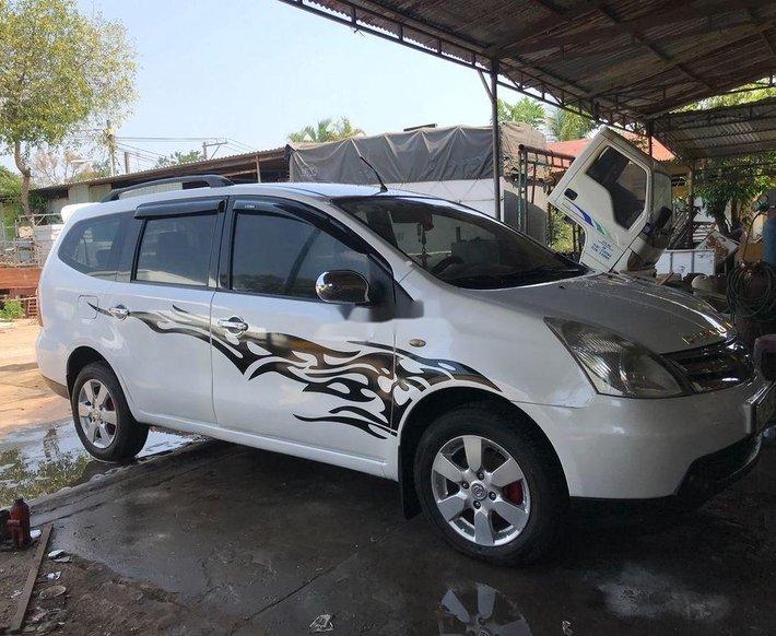 Cần bán Nissan Livina năm 2011, màu trắng, nhập khẩu xe gia đình 0