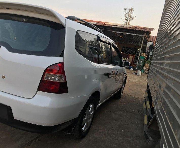 Cần bán Nissan Livina năm 2011, màu trắng, nhập khẩu xe gia đình 3
