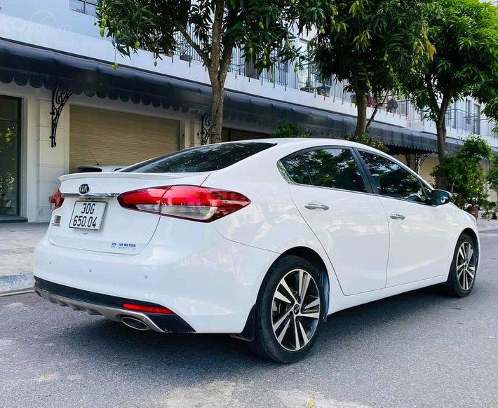 Bán Kia Cerato 1.6AT sx 2017 màu trắng4