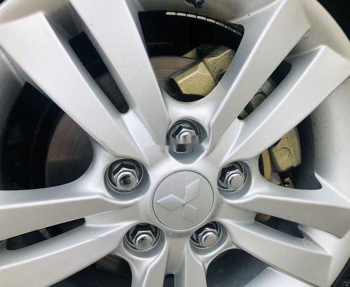 Cần bán gấp Mitsubishi Zinger đời 2009, màu bạc chính chủ4