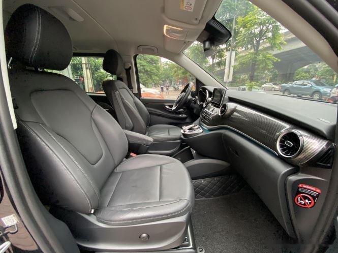 Xe Mercedes V Class sản xuất 2019, màu đen, giá tốt6