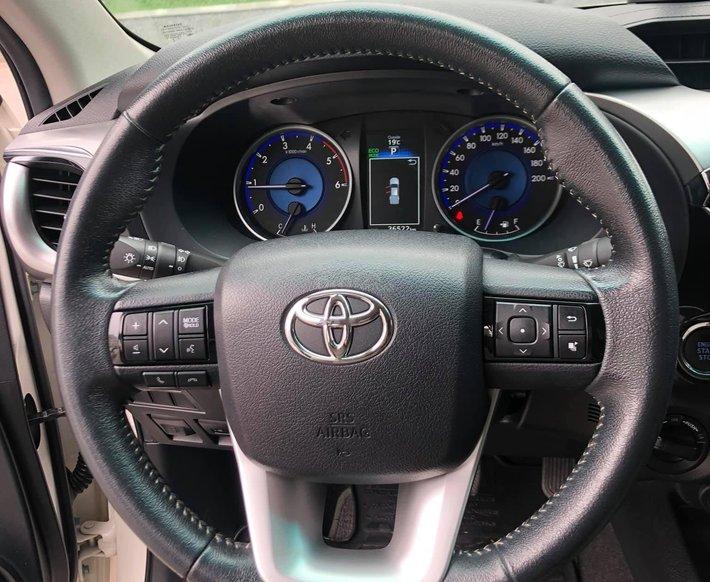 Hàng hot lại cập bến - Toyota Hilux sản xuất năm 2016, màu trắng5