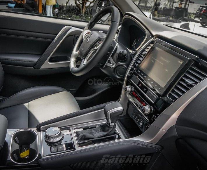 Cần bán xe Mitsubishi Pajero Sport đời 2021, màu trắng, nhập khẩu nguyên chiếc2