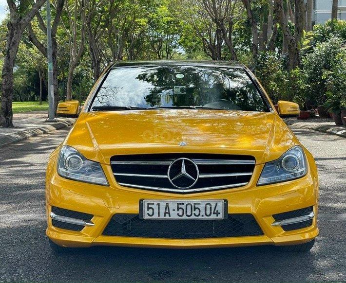 Bán Mercedes C300 AMG  2012, màu vàng0