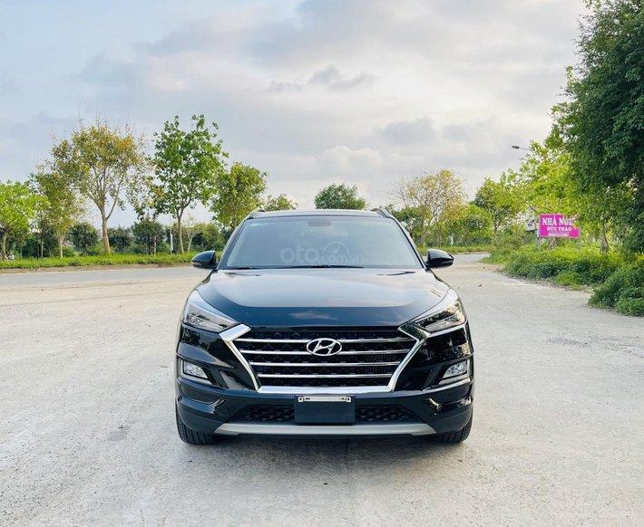 Bán gấp Hyundai Tucson 1.6 Turbo 2019 màu đen, 28.000km, 1 chủ, phiên bản ni lông, lốp sơ cua chưa hạ0