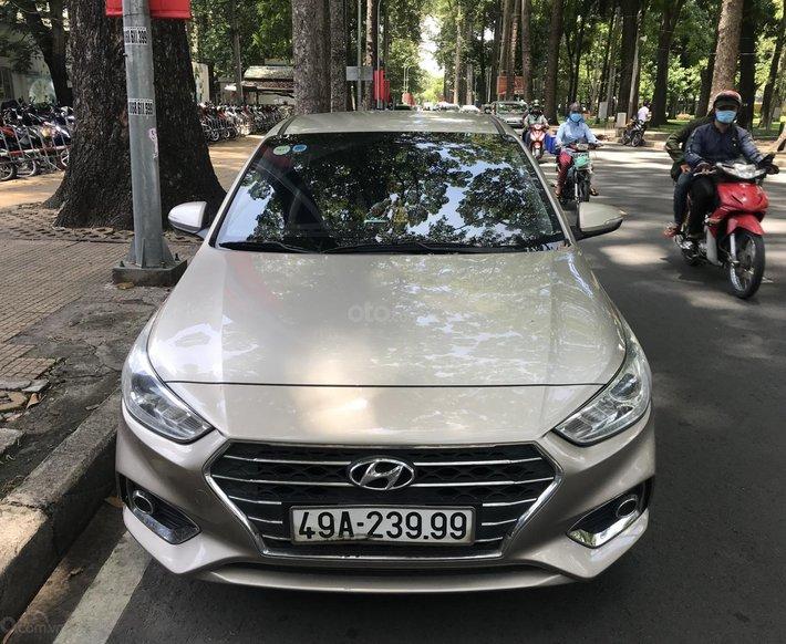 Bán xe Hyundai Accent 1.4AT năm 2019, màu bạc chính chủ0