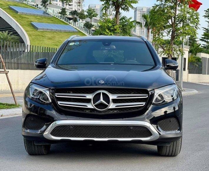 Bán gấp Mercedes GLC 200 năm 2019, xe đẹp như mới, chính chủ đi giữ gìn0