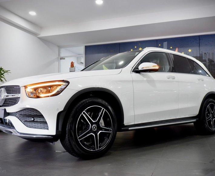 Mercedes GLC 300 4Matic 2021, trả trước 750 triệu nhận xe ngay0