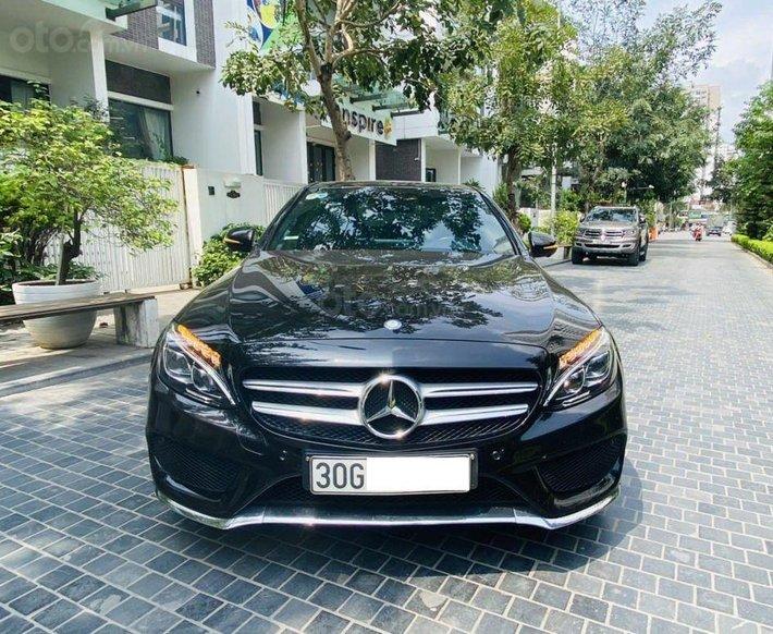 Bán Mercedes đời C300 AMG 2016, màu đen như mới0