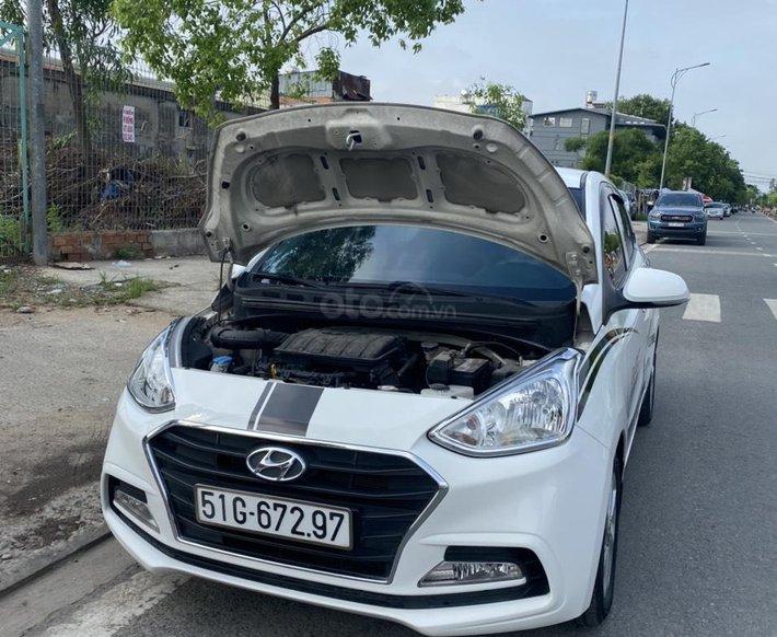 Cần bán gấp Hyundai Grand i10, năm sản xuất 2018 màu trắng sơn zin0