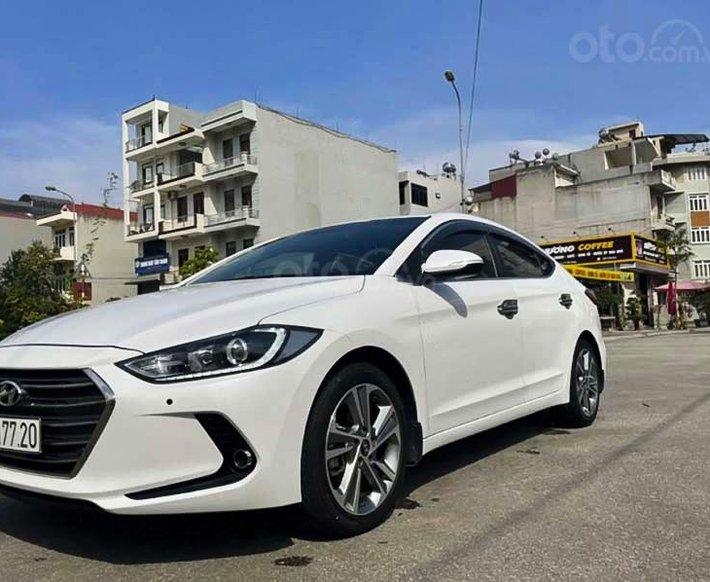 Bán Hyundai Elantra 2.0 AT sản xuất năm 2017, màu trắng xe gia đình0