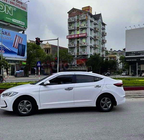 Bán Hyundai Elantra 1.6 MT sản xuất 2018, màu trắng0