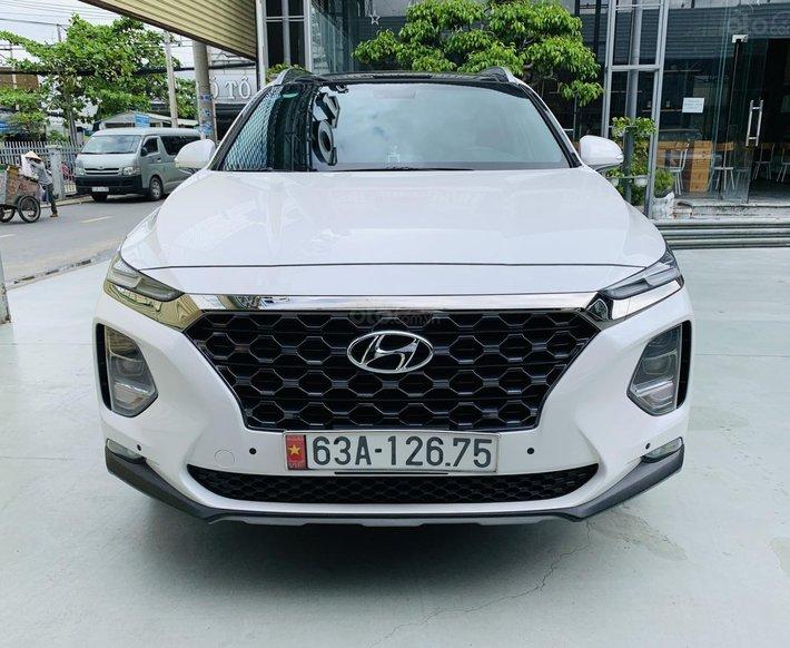 Bán xe Hyundai Santa Fe năm sản xuất 2019, xe màu trắng, cực đẹp, KM chuẩn, có trả góp0