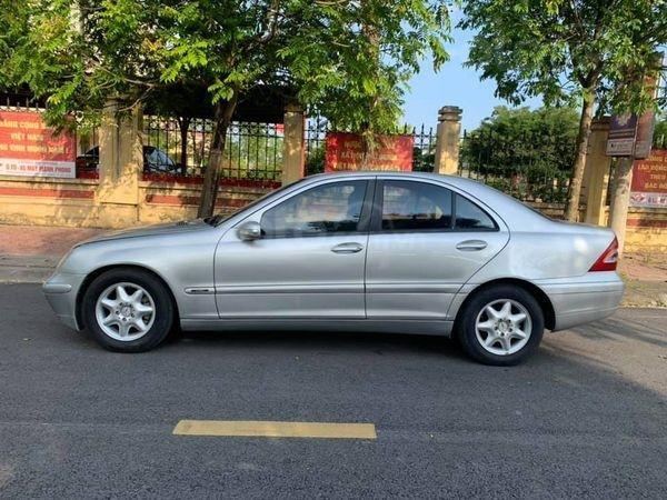 Cần bán xe Mercedes đời 2003 giá cạnh tranh0