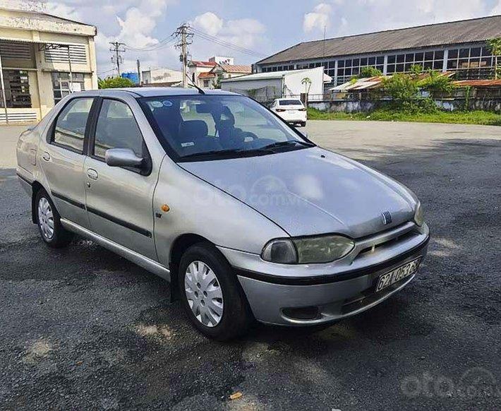 Cần bán lại xe Fiat Siena năm sản xuất 2002, màu bạc còn mới, giá 70tr0