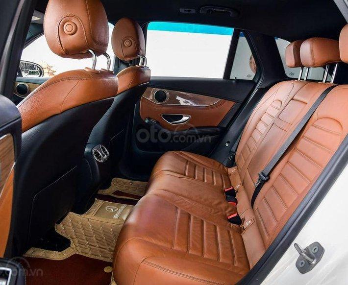 Cần bán Mercedes GLC 250 năm 2016, màu trắng, nhập khẩu0