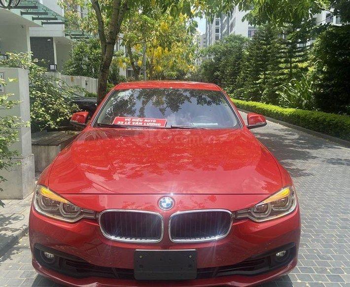 Bán xe BMW 320i sản xuất 2019, màu đỏ, xe nhập0