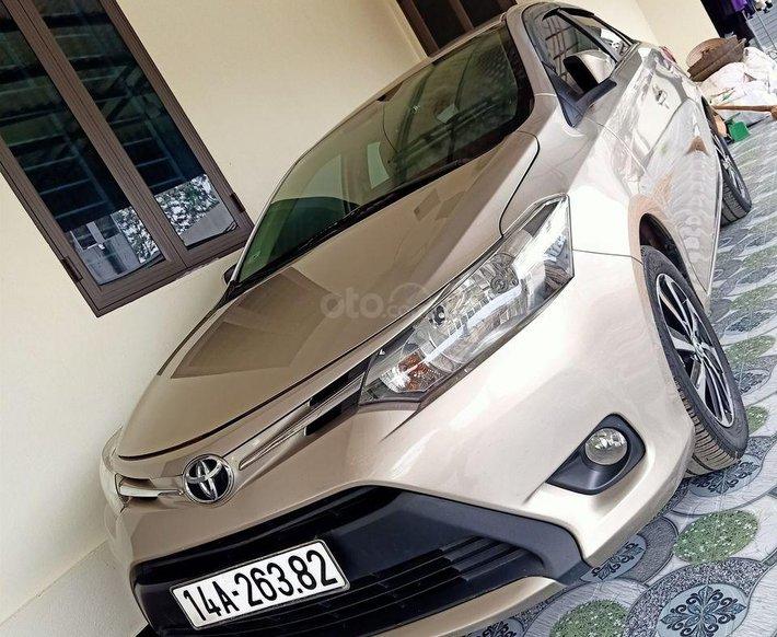 Cần bán gấp Toyota Vios sản xuất 2017, màu vàng số tự động0