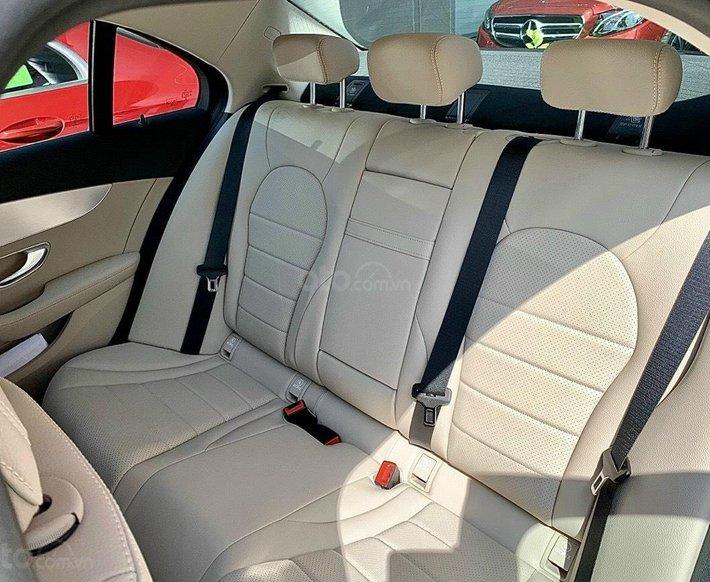 Mercedes C180 AMG khuyến mãi cực tốt miền Nam- xe có sẵn- đủ màu- giao ngay7