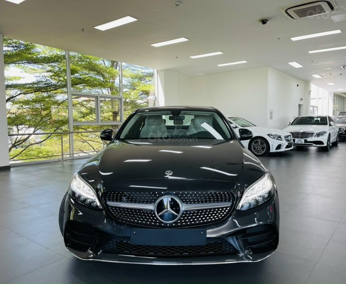 Mercedes-Benz C180 AMG hoàn toàn mới, nhiều khuyến mãi hấp dẫn. Có xe sẵn giao ngay0