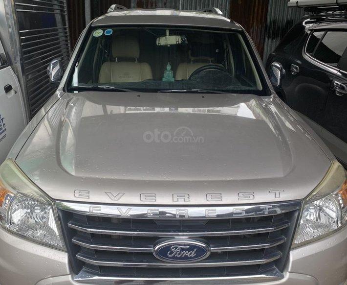 Cần bán Ford Everest sản xuất 2013 giá cạnh tranh0