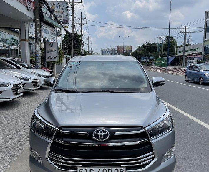 Cần bán xe Toyota Innova 2.0E năm 2017, giá tốt0