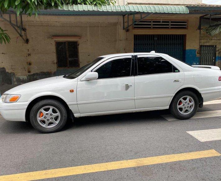 Bán ô tô Toyota Camry năm sản xuất 1998, màu trắng, nhập khẩu giá cạnh tranh0
