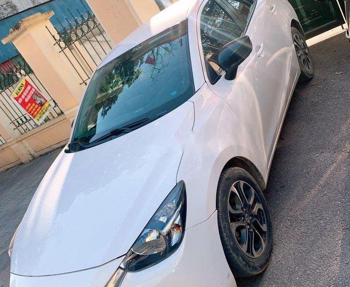 Bán Mazda 2 đời 2017, màu trắng giá cạnh tranh0