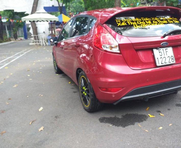 Ford Fiesta 2015 màu đỏ, đi 68 000 km0