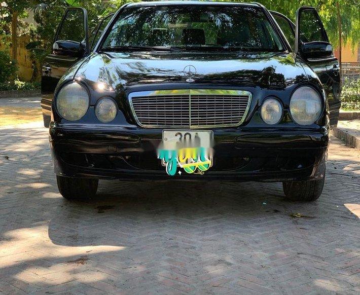 Bán Mercedes E300 sản xuất năm 2002, màu đen, nhập khẩu chính chủ0