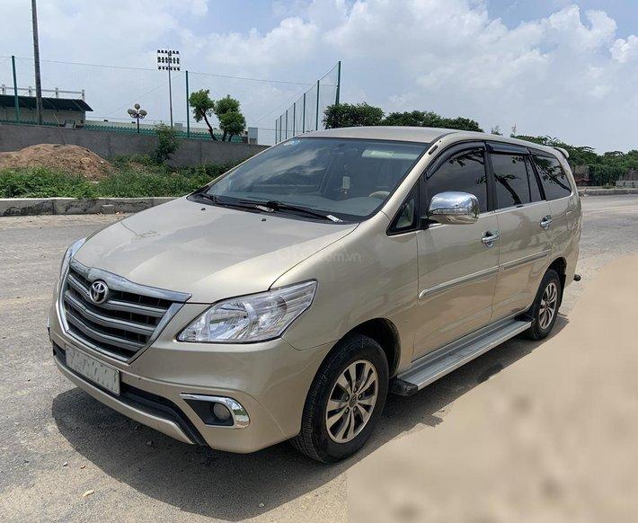 Bác sỹ Tuyền cần bán Innova E 2015 vàng cát, Hà Nội0