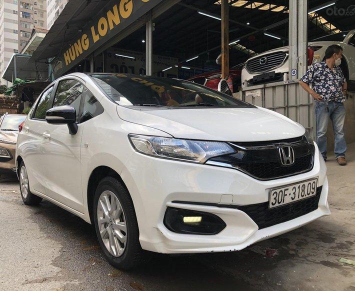 Bán xe Honda Jazz 2018 tự động màu trắng0