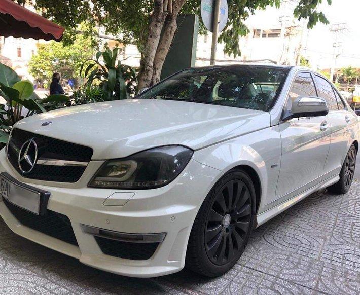 Mercedes AMG C200 ngoại hình đẹp0