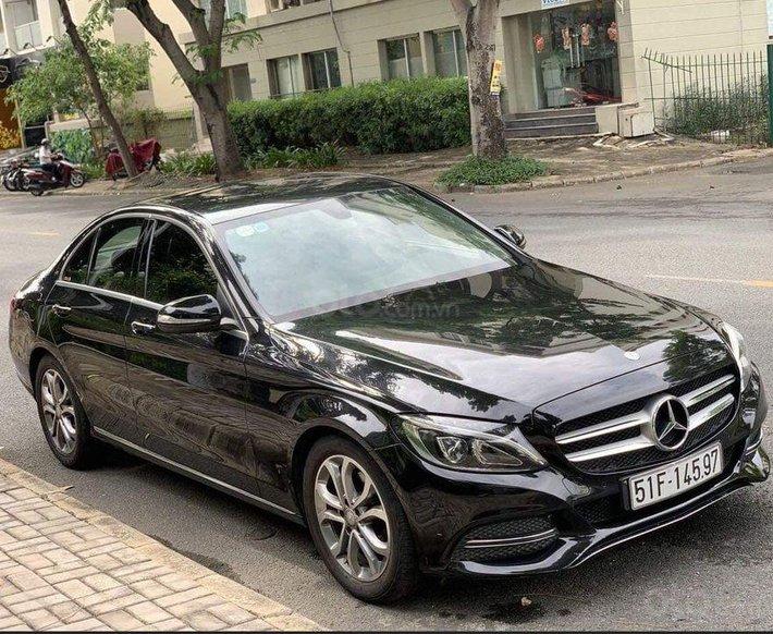 Bán Mercedes C200 2015, màu đen, giá 950tr0