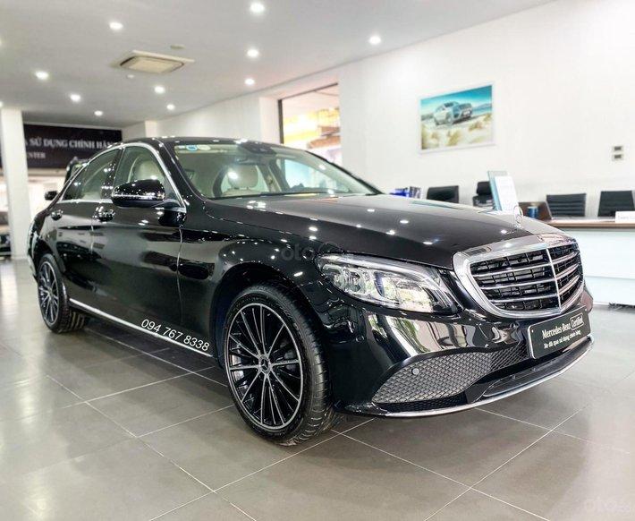 Bán Mercedes C200 Exclusive 2021 đã qua sử dụng chính hãng, siêu lướt giá tiết kiệm tới 260tr, trả góp 80% lãi suất thấp0
