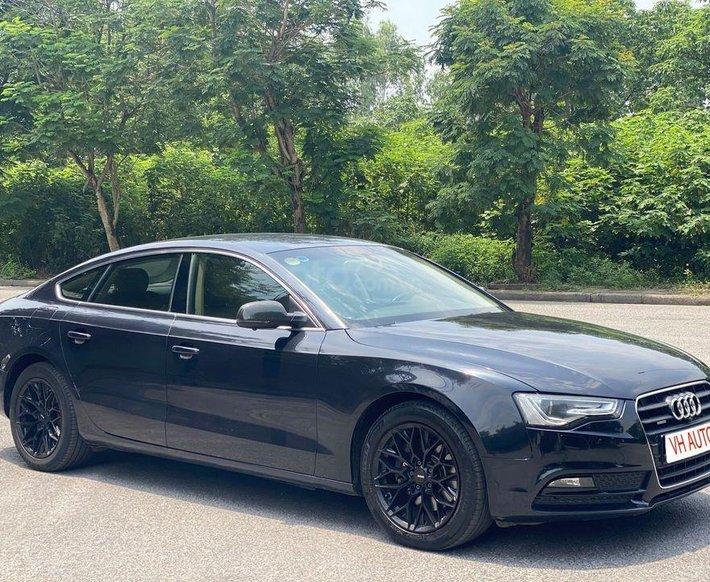 Cần bán xe Audi A5 Sportback màu xanh đen0