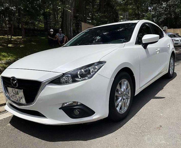 Bán xe Mazda 3 sản xuất 2015, màu trắng còn mới, giá tốt0