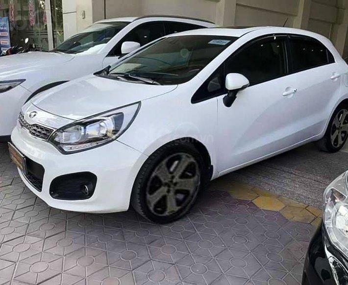 Cần bán Kia Rio 1.4 AT năm sản xuất 2013, màu trắng, nhập khẩu0