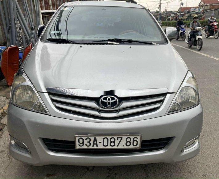 Cần bán Toyota Innova đời 2009, màu bạc xe gia đình0