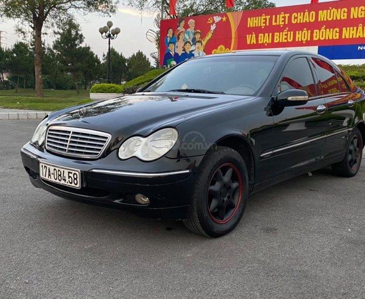 Cần bán lại xe Mercedes C200 sx 2002, màu đen số tự động0