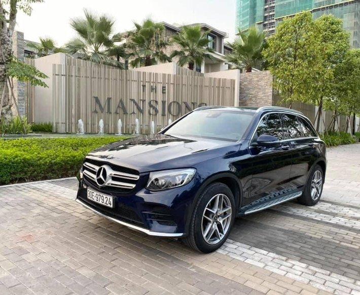 Cần bán Mercedes GLC 300 AMG đời 2017, màu xanh lam0