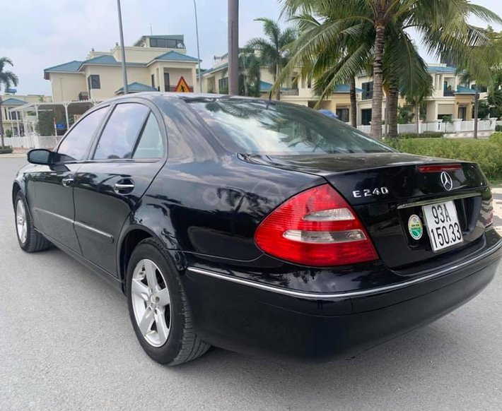 Bán Mercedes E240 đời 2003, màu đen, giá tốt0