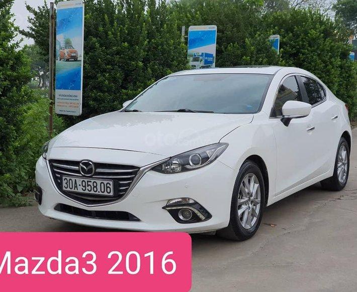 Cần bán gấp Mazda 3 1.5 AT sản xuất 2016, màu trắng0